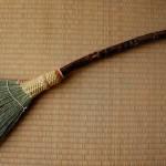 木の枝の箒