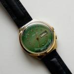 ソヴィエト時代の時計。手巻きですが、現在も時を刻んでいます。多数持参します