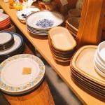 50〜60年代に主に海外輸出用として日本で生産されたヴィンテージのテーブルウエアを、バリエーション豊富に大量にお持ちします。ノリタケ、ナルミ、ミカサ、日本硬質陶器の製品を中心に、今回も質・量ともに自信の品揃えです。しかもその8割はデッドストック品。カフェさん等、数量をまとめてご入用のお客様はどうぞお早めにご来店ください。