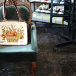 1950-70年代にアメリカで大流行した、存在感のあるラインストーンで装飾されたビンテージのバッグ