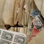 チュエコから届いたばかりの古い切手や紙物。これから整理して蚤の市へ。