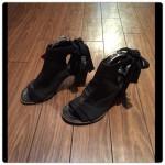 leather ankle sandal:柔らかいレザーで、スタイリッシュなデザイン。イタリア製。