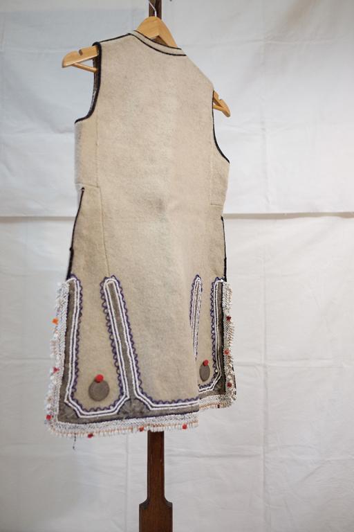 maceconian-vest